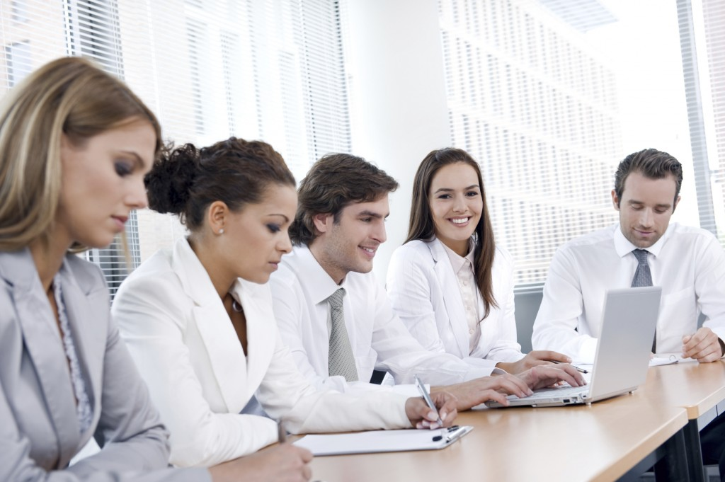 business_people_in_white_6ter