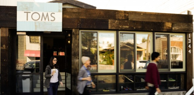 01-toms_ak_store-store_front-640x315